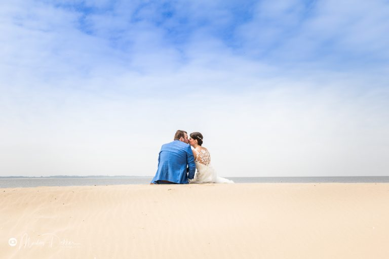 Trouwfotograaf strand Rockanje / Poortugaal – Scott & Daisy